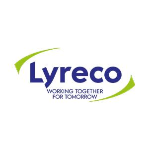 www.lyreco.com  Działając w 42 krajach na 4 kontynentach, Lyreco plasuje się wśród światowych liderów w dziedzinie dostarczania rozwiązań dla biur i miejsc pracy. Obecne w Polsce od 1998 roku obejmuje swoją siecią dostaw obszar całego kraju i jest największą firmą biuro-serwisową w Polsce. Strategia Lyreco opiera się na połączeniu sił i wspólnym użytkowaniu systemów. Wykorzystując wiedzę i doświadczenie pracowników wszystkich filii, Grupa Lyreco jest w stanie zaoferować lokalnym i międzynarodowym klientom taki sam zakres usług i produktów na całym świecie. Mając w stałej dostępności prawie 8000 produktów, w każdym roku wprowadzanych jest do oferty około 1000 nowości. Od markowych artykułów po ekskluzywne produkty marki własnej Lyreco w alternatywnych cenach. Rozszerzając swoją ofertę, Lyreco wprowadziło w ostatnich latach do swojego katalogu rozwiązania w kilku nowych obszarach: BHP – Produkty Ochrony Osobistej, Print Services – usługa druku, a także Nespresso Business Solutions jako wyłączny dystrybutor marki Nespresso. Niezależnie od tego, jakiej wielkości jest firma, Lyreco jest w stanie zapewnić najwyższy standard zarządzania zakupami, w celu osiągnięcia założonych celów, bez ponoszenia niepotrzebnych kosztów. Dzięki wyjątkowym ludziom i rozwiązaniom technologicznym gwarantuje dostawę o bezkonkurencyjnym współczynniku realizacji 99,7%. Od wielu lat realizujemy strategię społecznej odpowiedzialności biznesu. Już w roku 2004 przystąpiliśmy do inicjatywy ONZ – United Nations Global Compact. Jest to zobowiązanie do dostosowania w swoich działaniach i strategii dziesięciu powszechnie przyjętych zasad w zakresie praw człowieka, pracy, ochrony środowiska i przeciwdziałania korupcji. W roku 2012 przygotowaliśmy i wdrażamy pięcioletnią strategię zrównoważonego działania EKO PRZYSZŁOŚĆ w Polsce i na całym świecie. Naszą misją jest bycie najlepszym dostawcą rozwiązań dla biznesu w zakresie tworzenia efektywnego środowiska pracy i zapewnienie w przyszłości zrównoważonego ro